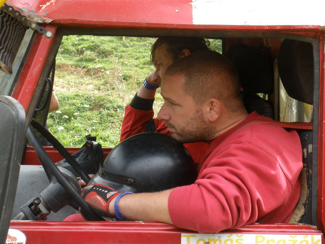 Tomáš Pražák a Ondřej Vodička před vjezdem do sekce na Europa Truck Trial